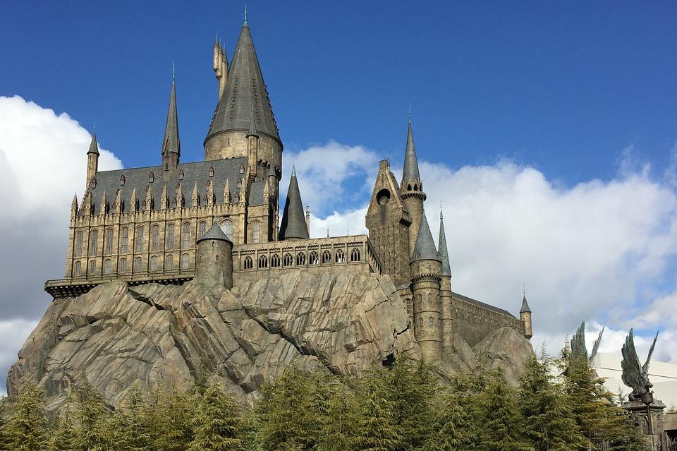 hogwarts-2404482_960_720.jpg